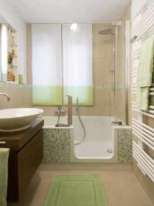 Badewanne mit Tür als Einstiegshilfe
