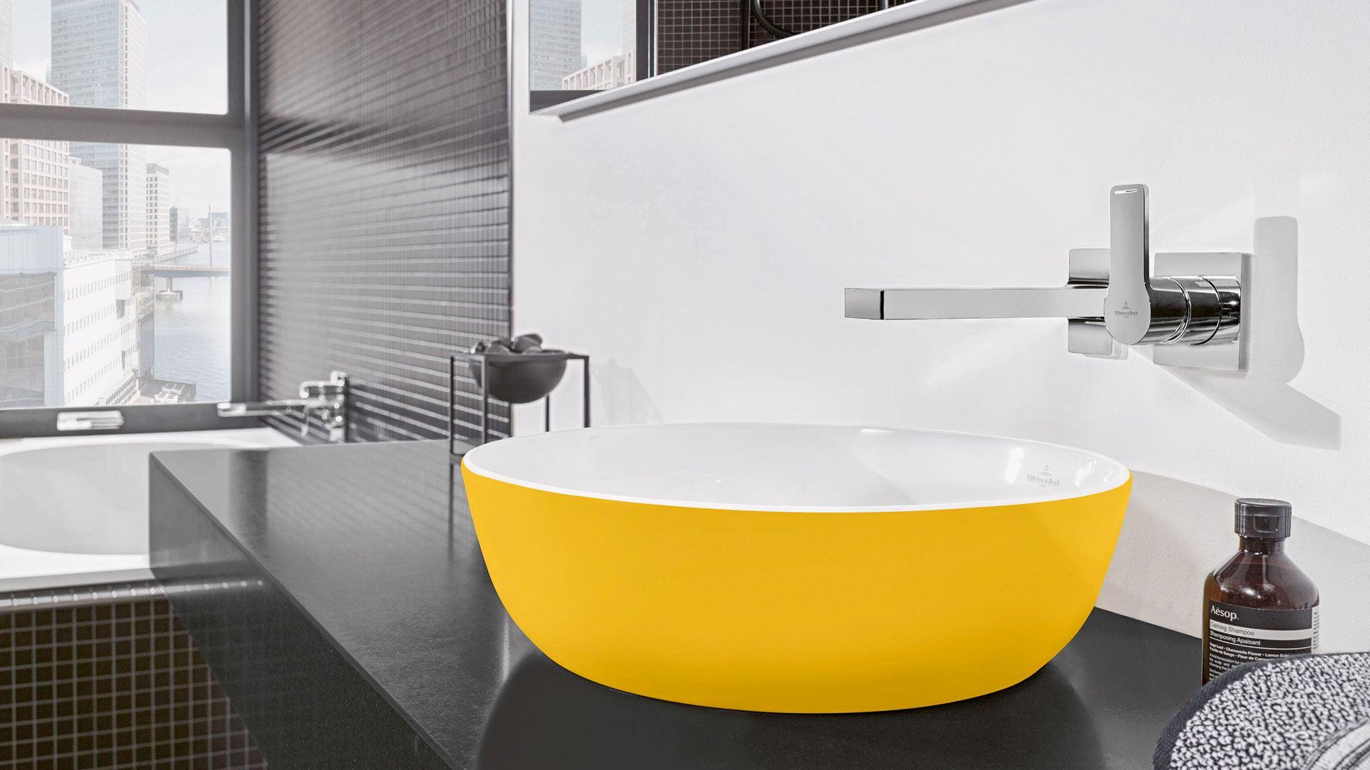 Gelbes Waschbecken